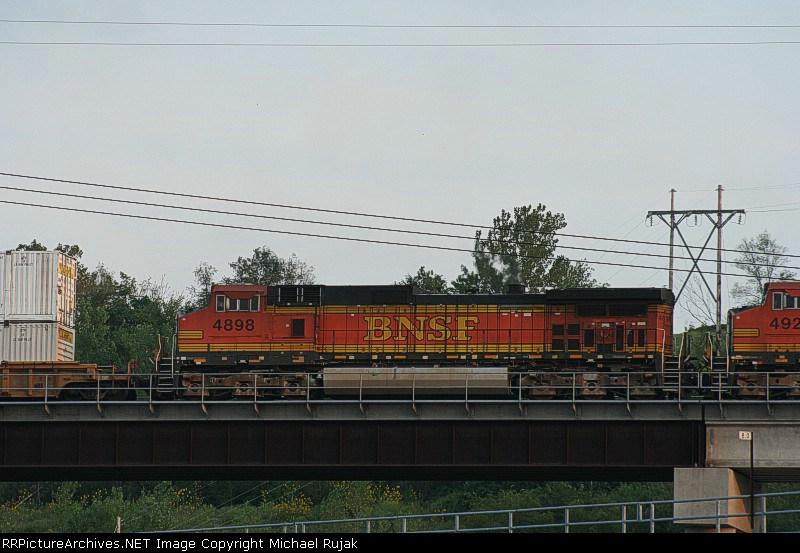 BNSF 4898